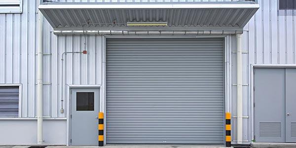 Индустриални ролетни врати с ветроупорен ламел