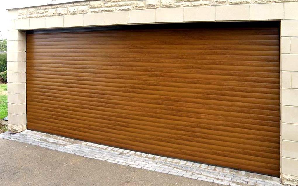 """Термоизолирана гаражна врата в цвят """"Златен дъб"""""""
